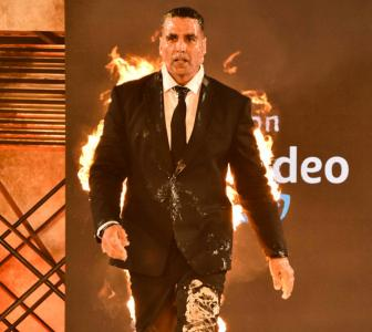 Akshay makes his debut ONCE AGAIN!