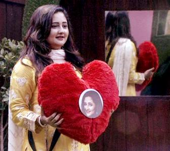 Bigg Boss Day 3: Who is Rashami giving her heart to?