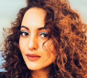 Like Sonakshi's curly look?