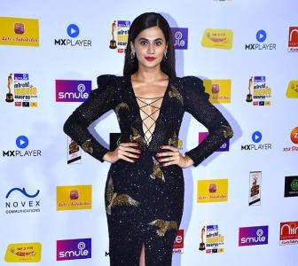 Video: Watch Taapsee, Deepika at an awards show
