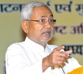 Country needs a leader who can unite, not divide: Nitish on Modi