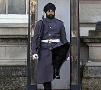 Sikh becomes first Buckingham Palace guard with turban