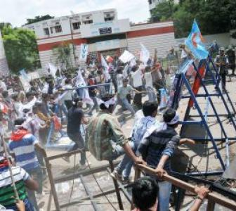 Osmania students clash with police over Telangana