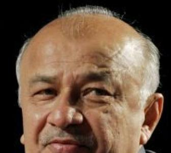 Shinde stayed back in US despite Naxal crisis?