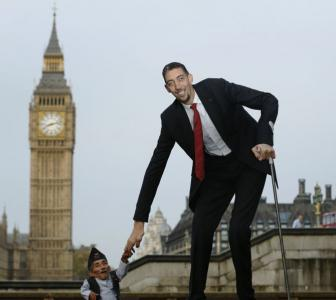 When the world's tallest man met the shortest man
