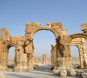ISIS destroys 2,000-year-old Arch of Triumph in Palmyra