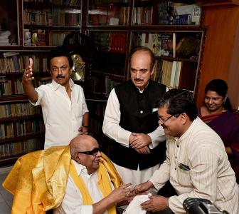 DMK, Congress join hands for Tamil Nadu polls