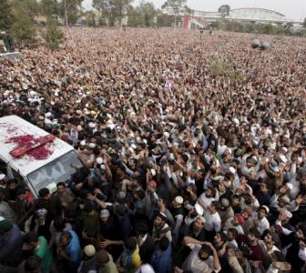 Qadri gets martyr-like funeral; 1 lakh people turn up in Pak