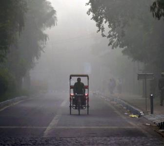 PHOTOS: Smog turns Delhi into a 'gas chamber'