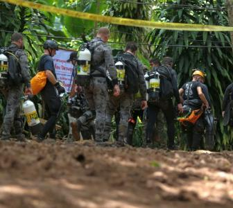 Thai cave rescue: Ex-navy diver dies during operation