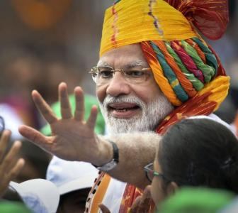 PM continues turban tradition for I-Day