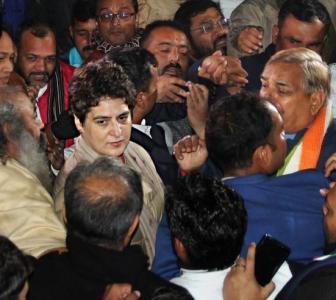 Priyanka gives cops a slip to reach activist's house