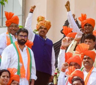 '20-25 Sena MLAs ready to join Fadnavis govt'