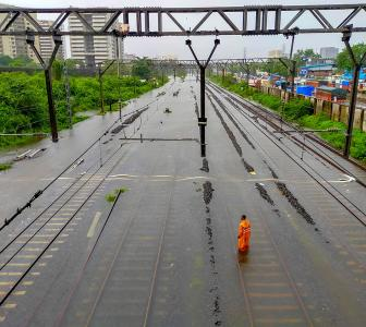 PIX: Heavy rains pound Mumbai; rail, road traffic hit