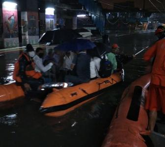 PIX: NDRF rescues passengers stranded on Mumbai train