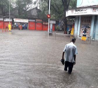 IMD predicts heavy rains in Mumbai, issues red alert