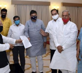 Raj Guv obliged to convene assembly: Ex-law ministers