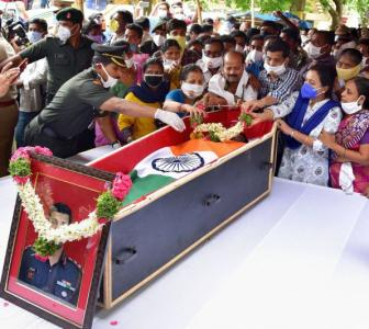 PHOTOS: India bids tearful adieu to Ladakh martyrs