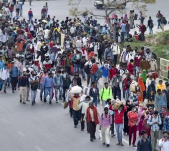 SEE: Exodus of workers chokes Delhi-UP border