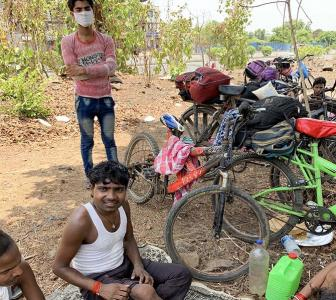 Why migrants are leaving Mumbai on cycle