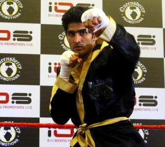 Boxers Vijender, Manoj help raise funds for Dingko