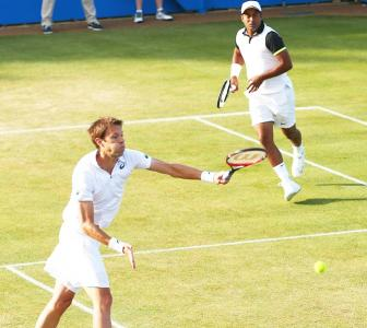 Queen's Club: Paes-Nestor sail into semifinal