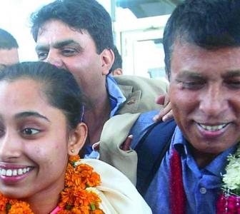 WATCH! Dipa gets a hero's welcome in return to India