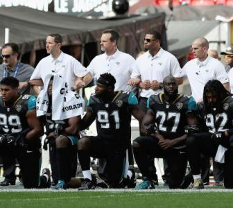 PHOTOS: NFL players defy Trump; link arms in solidarity