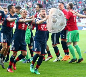 Football Briefs: Bayern overcome bizarre own goal to clinch another title