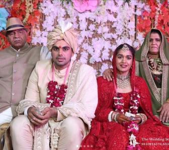 Babita posts photos from varmaala ceremony