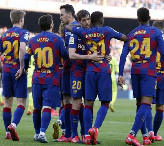 Barcelona sneak past Getafe to keep pressure on Real