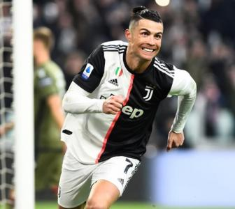 Ronaldo scores his first Serie A hat-trick; Ibra fails