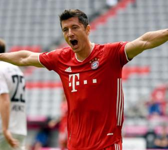 PIX: Lewandowski sparkles as Bayern win again