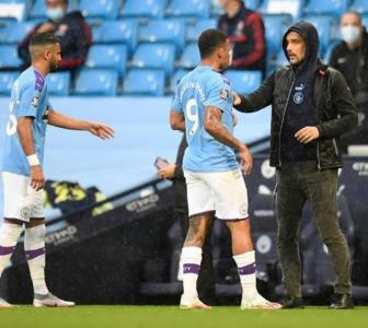 Man City: Guardiola concedes defeat in title race