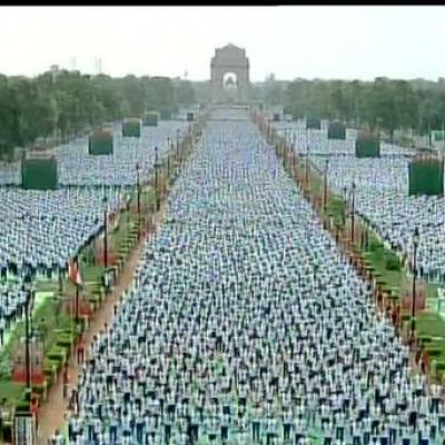 08 39 Yoga Day  India attempts World Record  Nearly 40000 people performed  yoga on the first International Yoga Day as India attempted a world record. 12ce61ffefa7e