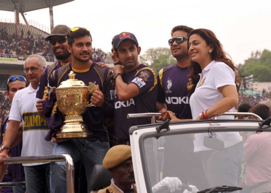 Juhi Chawla with KKR players