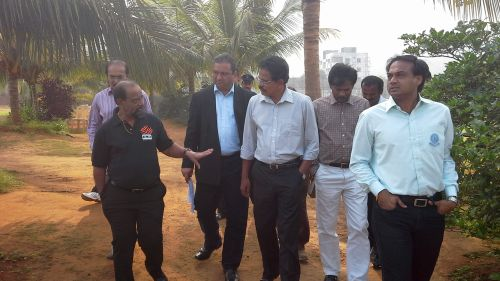 Gundappa Viswanath conducts an inspection of the facilities at the Vizag stadium