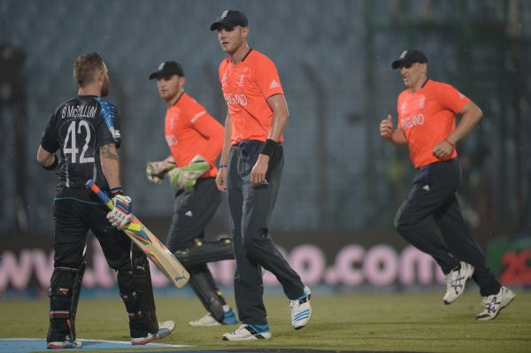England captain Stuart Broad speaks with New Zealand captain Brendan McCullum as rain stops play