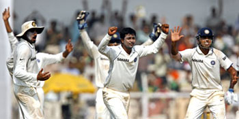 Pragyan Ojha and team-mates appeal for a wicket