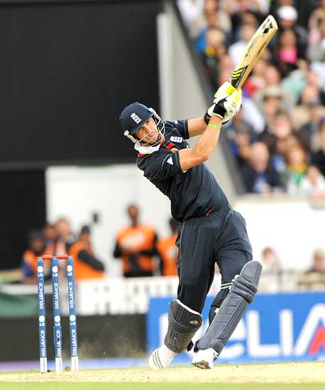 Kevin Pietersen hits a huge six