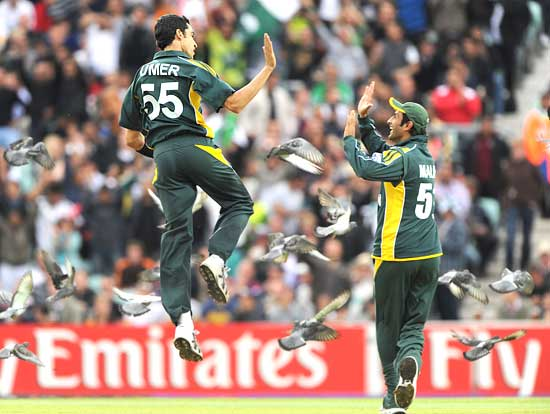 Umar Gul celebrates taking the wicket of Owais Shah