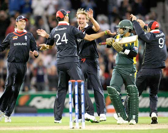Stuart Broad (center) celebrates after dismissing Salman Butt