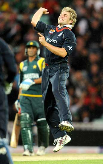 Luke Wright celebrates after dismissing Shoaib Malik