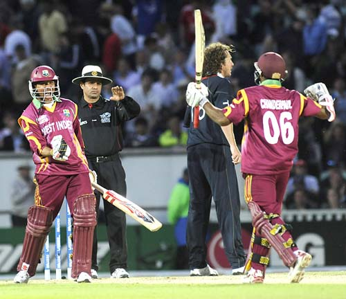 Ramnaresh Sarwan celebrates with Chanderpaul after winning the match