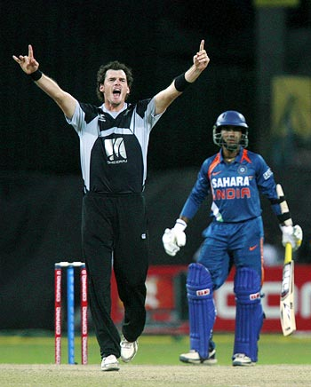 Kyle Mills appeals for the wicket of Dinesh Karthik