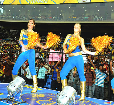 Rajasthan Royals cheerleaders show off their moves in the match vs Chennai Super Kings