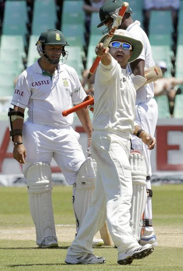 Sachin Tendulkar celebrates after India win the second Test against South Africa in Durban, December 31, 2010