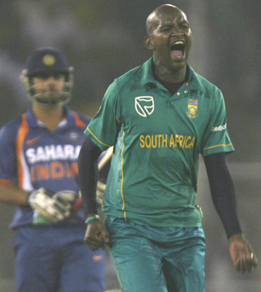 L Tsotsobe celebrates after picking Murali Vijay