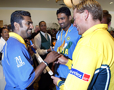 Sri Lanka's Muttiah Muralitharan shares a laugh with Australia's Shane Warne (right) and Anil Kumble (centre) during an official welcoming ceremony for the team's competing in the 2003 World Cup in Cape Town