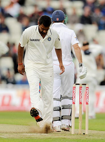 India's Praveen Kumar (left) kicks the ground in frustration